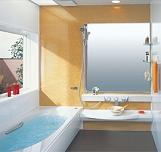 大形の窓やベンチタイプの出窓などバリエーションが豊富な浴室リフォーム