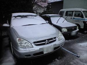 雪の中のシトロエン
