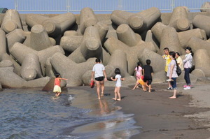 直江津海岸の水遊び